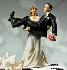 plus-size-woman-and-small-groom-funny-wedding-topper-design