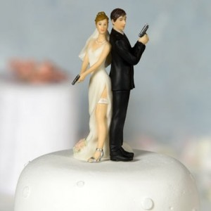 sexy-spy-wedding-bride-and-groom-cake-topper-details